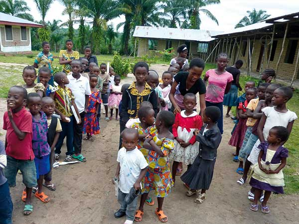 Meisterfrost hilft im Kongo und baut eine Schule